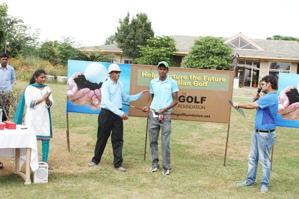 <div class='clear_description'>Aparajit, Ex-Secretary - Indian Golf Union awarding winners</div>