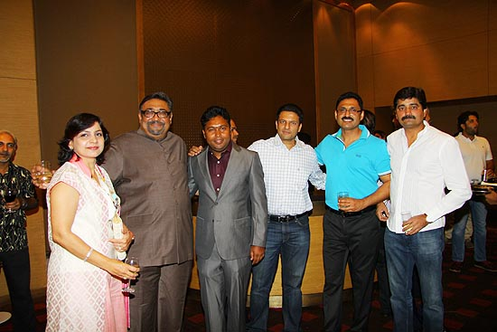 <div class='clear_description'>Ashok Kumar with other guests</div>