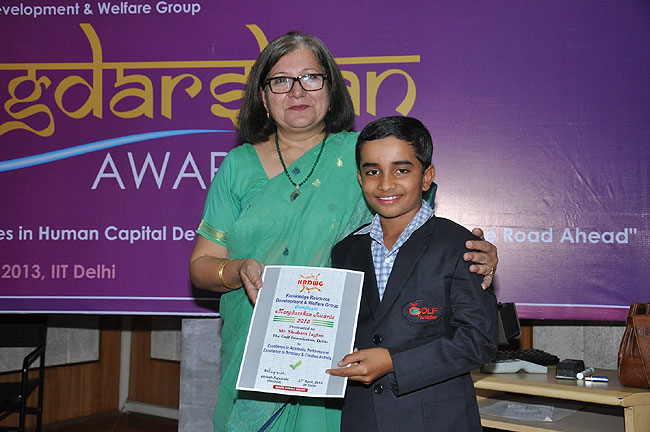<div class='clear_description'>Shubham Jaglan receiving the Margdarshan Award for being best student</div>